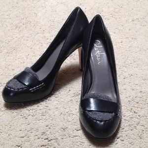 Cole Haan Black and grey Penny loafer pumps.